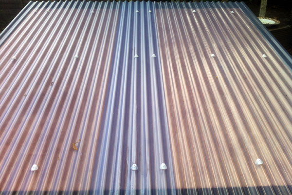 The corrugated plastic roof