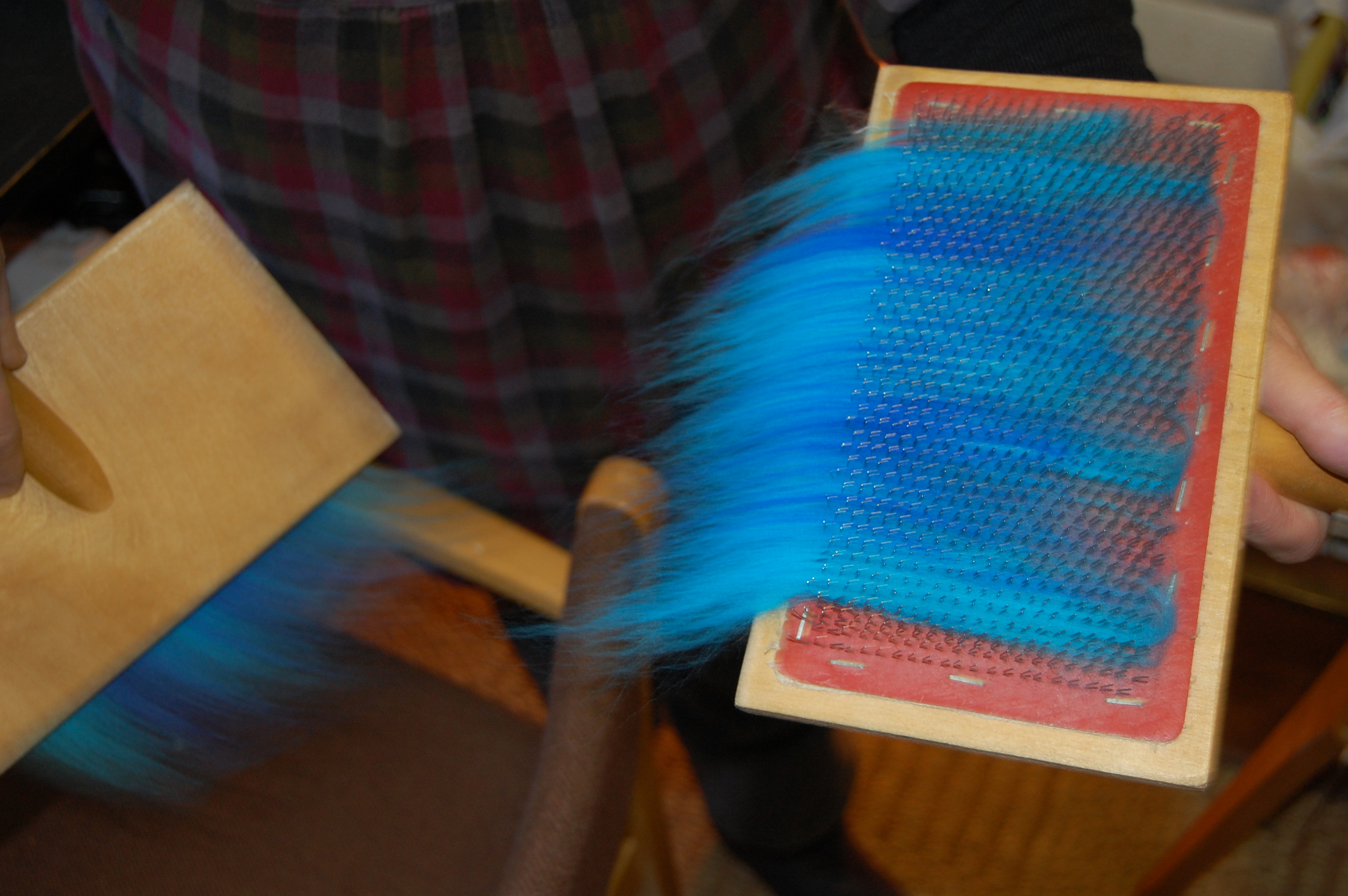 Carding coloured wool